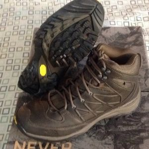 North Face Storm Waterproof Hiking  Men Boots NEW